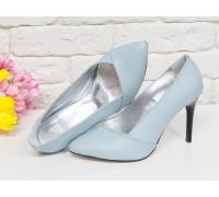 Классические Туфли-лодочки на шпильке из натуральной кожи нежно-голубого цвета, внутри выполнены из серебряной кожи, Т-1701-16