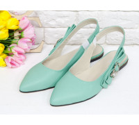 Туфли на низком ходу, с открытой пяткой, выполнены из натуральной кожи мятного цвета, с яркой фурнитурой серебряного цвета с камнями, Т-17426-07