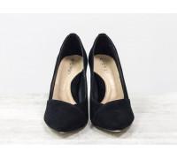 Туфли Лодочки на шпильке из натуральной замши черного цвета, укомплектованы стелькой бежевого цвета с поддерживающим эффектом, Т-1701/4-01