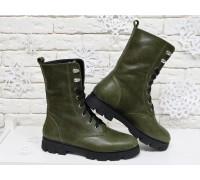 Ботинки-берцы из натуральной коже болотного цвета на шнурках на устойчивой подошве черного цвета, Коллекция Осень-Зима, Б-16077-05