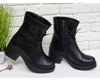 Ботинки на шнурках  в черной коже на устойчивом, не высоком каблуке черного цвета, коллекция осень-зима, Б-1607
