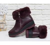 Классические женские ботинки из натуральной бордовой кожи, украшены сверху меховой опушкой, на удобной не высокой танкетке, Коллекция Осень-Зима 2017-2018, Б-17115