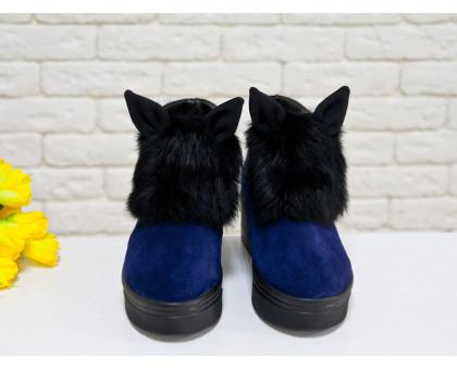 Яркие и игривые женские ботинки из натуральной замши синего цвета с ушками и меховой вставкой из натурального кролика, на удобной не высокой танкетке, Коллекция Осень-Зима 2017-2018, Б-17117