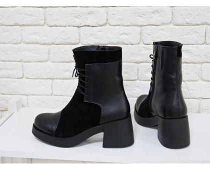 Ботинки на шнурках  в черной коже и замше на устойчивом, не высоком каблуке черного цвета, коллекция осень-зима, Б-1607