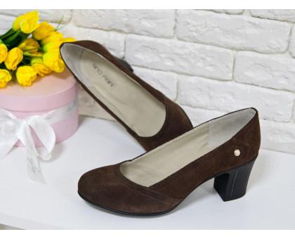 Туфли из натуральной замши коричневого цвета на устойчивом каблуке, Т-200-06