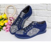 Блестящие Кеды из натуральной замши синего цвета в комбинации с блестками серебряного цвета на текстильной основе и прорезиненной синей подошвой, Т-17405-04