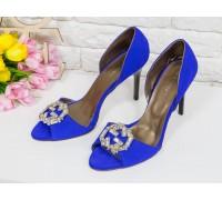 Шикарные Летние туфли на шпильке с открытым носиком из тончайшей натуральной замши ярко-синего цвета, украшены блестящими кристаллами, С-704