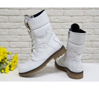 """Ботинки из натуральной кожи белого цвета с объемной текстурой """"питон"""", на шнурках на утолщенной подошве, Б-44п"""