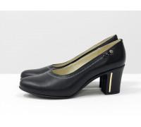 Туфли из натуральной кожи черного цвета на устойчивом каблуке, Т-64-01