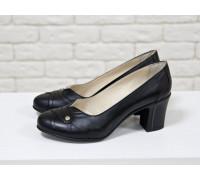 Туфли из натуральной кожи черного цвета на устойчивом каблуке, Т-64/1
