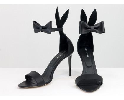 """Босоножки с ушками """"Bunny"""" из натуральной кожи черного цвета, на каблуке-шпилька, коллекция Весна-Лето, С-706-01"""