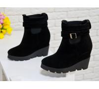 Ботинки женские из натуральной замши черного цвета, на устойчивой танкетке под основной цвет ботинок, Коллекция Осень-Зима, Б-405