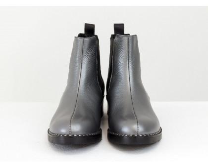 Челси из кожи серого цвета с перламутром и черной текстурированной кожей питон 3D, на низком ходу, с широкой черной резинкой, Коллекция Осень Зима от GF,  Б-1788-17