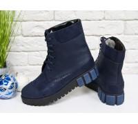 Ботинки из итальянской натуральной матовой кожи синего цвета со вставками эксклюзивной темно синей текстурированной кожи, на шнуровке, на устойчивой подошве черного и синего цвета, Коллекция  Осень-Зима, Б-16081