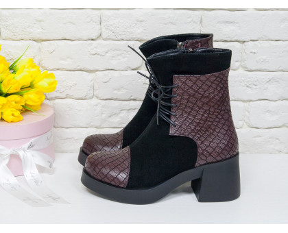 Ботинки на шнурках из натуральной замши черного цвета со вставками из уникальной текстурированной кожи бордового цвета, на устойчивом, не высоком каблуке черного цвета, Коллекция Осень-Зима, Б-1607