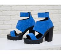 Босоножки из натуральной замши светло-синего цвета на высоком удобном каблуке и устойчивой тракторной подошве, Коллекция Весна-Лето, С-500-12