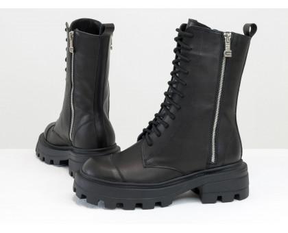 Высокие женские милитари ботинки из натуральной кожи черного цвета, с металлическими молниями на черной брутальной подошве, Коллекция Осень-Зима, Б-2162-01