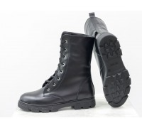 Ботинки в черной коже на шнурках на устойчивой подошве черного цвета коллекция Осень-Зима, Б-16077-03