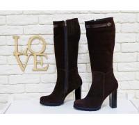 Сапоги женские из натуральной замши темно коричневого/шоколадного цвета на молнии с ремешком из кожи на устойчивом каблуке, Коллекция Осень-Зима, М-410
