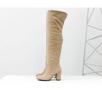 Ботфорты свободного одевания на не высоком устойчивом каблуке, выполнены из натуральной замши нежно персикового цвета, М-18127-02