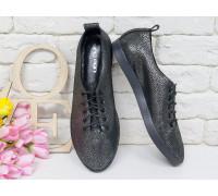 Невероятно легкие туфли-кеды из натуральной кожи черного цвета с лазерным напылением на черной эластичной подошве и черной шнуровке , Т-17412