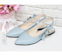 Туфли с открытой пяткой на плоской подошве из натуральной кожи голубого цвета и яркой фурнитурой серебряного цвета с камнями и жемчугом, Т-17426-04