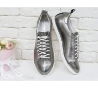 Яркие кеды на шнурках из натуральной кожи платинового цвета, на тонкой прорезиненной подошве, Т-17026