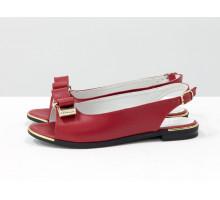 Распродажа! Босоножки на низком ходу красного цвета, спереди украшены золотым бантиком, коллекция весна-лето, С-104-04 акция