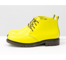 Эксклюзивные яркие ботинки на шнуровке из натуральной кожи насыщенного желтого цвета, на тракторной подошве с желтой отстрочкой по канту, Б-152-40