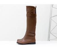 Высокие ботфорты свободного одевания в стиле jackboots, на липучках, из темно-рыжей кожи, на низком ходу. М-16079-04