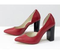 Эксклюзивные туфли из натуральной кожи ярко-красного цвета, на устойчивом глянцевом каблуке , Лимитированная серия, Т-1701/1-04