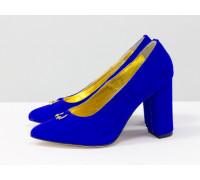 Туфли из натуральной замши тончайшей выделки ярко-синего цвета, на устойчивом каблуке, который полностью обтянут замшей, коллекция Весна-Осень, Т-1704/1-01