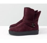 Спортивные ботинки свободного одевания бордового цвета из натуральной замши, утеплены черным шерстяным мехом, на противоскользящей подошве, Коллекция Осень-Зима, Б-17081-01