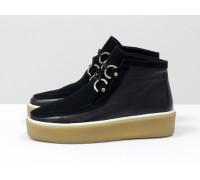 Стильные женские ботинки из натуральной замши и кожи черного цвета на шнуровке, в стиле Chukka Boots, на удобной прорезиненной подошве бежевого цвета, Коллекция Осень-Зима, Б-17111-01