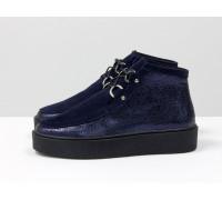 Стильные женские ботинки из натуральной замши и кожи синего цвета на шнуровке, в стиле Chukka Boots, на удобной прорезиненной подошве черного цвета, Коллекция Осень-Зима, Б-17111-03