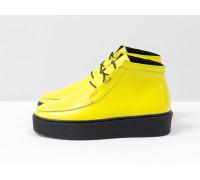 Невероятно-яркие и стильные женские ботинки-кеды из натуральной кожи флотар желтого цвета на контрастной шнуровке, в стиле Chukka Boots, на удобной прорезиненной подошве черного цвета, Коллекция Осень-Зима, Б-17111-06
