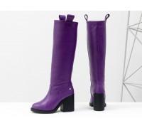 Высокие сапоги свободного одевания из натуральной кожи флотар фиолетового цвета, на невысоком и устойчивом каблуке,  Новая коллекция  от Джино Фиджини, М-17356-21