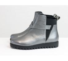 Ботинки свободного одевания серого цвета из натуральной кожи флотар с перламутром, на низкой танкетке, с широкой черной резинкой, Коллекция Осень Зима,  Б-17358-06