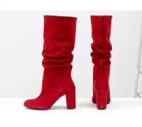 Сапоги-гармошки свободного одевания из натуральной замши ярко-красного цвета, на невысоком обтяжном каблуке, Коллекция Осень-Зима от Джино Фиджини, М-17400/1-04