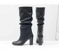 Сапоги-гармошки свободного одевания из натуральной кожи черного цвета, на невысоком лаковом каблуке не обтяжном, Новая коллекция, М-17400/2-09