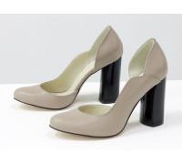 Шикарные туфли из натуральной кожи бежевого цвета, на устойчивом глянцевом каблуке черного цвета, Лимитированная серия, Т-17423/1-05