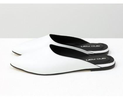 """Бабуши из натуральной кожи белого цвета с контрастным черным подкладом из кожи """"шевро"""", Т-17428-03"""