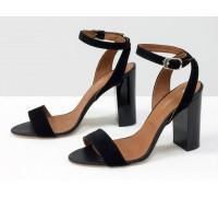 Летние босоножки на глянцевом каблуке, из натуральной замши черного цвета и табачного кожаного подклада, С-1799-01