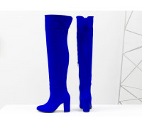 Сексуальные ботфорты на устойчивом каблуке, выполнены из натуральной замши насыщенного ярко-синего цвета, Коллекция Осень-Зима от Джино Фиджини, М-18127-И2-01