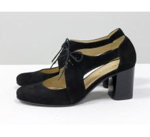 Распродажа! Женские туфли необычного кроя из натуральной итальянской замши черного цвета на устойчивом невысоком глянцевом каблуке, украшены спереди шнуровкой, новая коллекция от Джино Фиджини, Т-1930-01 акция