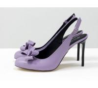 Дизайнерские туфли на шпильке с открытой пяткой, выполнены из натуральной кожи лавандового цвета, украшены спереди бантиком, Новая Коллекция от Gino Figini, С-1931-01