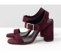 Универсальные женские босоножки на каблуке, из итальянской замши-велюр бордового цвета, на устойчивом невысоком обтяжном каблуке. Новая коллекция от Gino Figini, С-1951-05