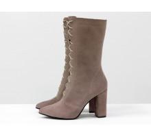 Дизайнерские ботинки цвета капучино, из натуральной замши, на шнуровке и на высоком обтяжном каблучке, Коллекция Весна-Осень,  Б-2006-02