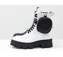 Уникальные монохромные ботинки на шнуровке из натуральной гладкой черной и белой кожи на тракторной подошве с пристегивающимся кармашком на молнии, Коллекция Осень-Зима, Б-20105-04