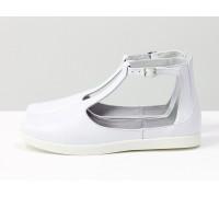 Удобные и легкие летние туфли в спортивном стиле из натуральной кожи флотар белого цвета с застежкой на щиколотке на яркой белой подошве, Новая коллекция от Gino Figini, С-2014-04